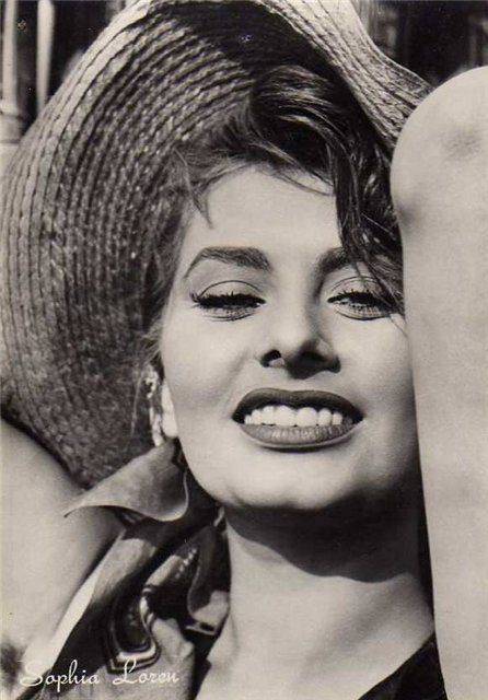 Sofia Loren // vintage fashion // iconic beauty // fashion icon // style idol // iconic women // 1960s // 60s