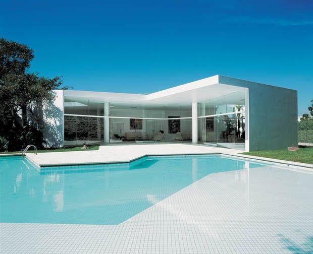 As casas de Oscar Niemeyer. Casa Sebastião Camargo, em Brasília, Brasil, projeto de 1985.  Fotografia: Alan Weintraub.
