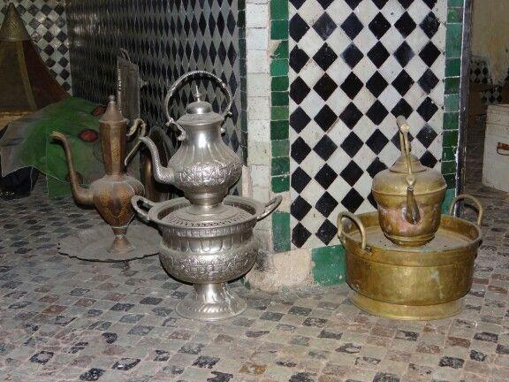 Theepotten in oude keuken