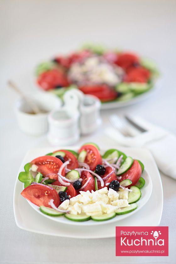 Sałatka grecka - #przepis na najlepszą sałatkę grecką horiatiki  http://pozytywnakuchnia.pl/salatka-grecka/  #kuchnia #salatka #pomidory #oliwki #ogorki #papryka #feta