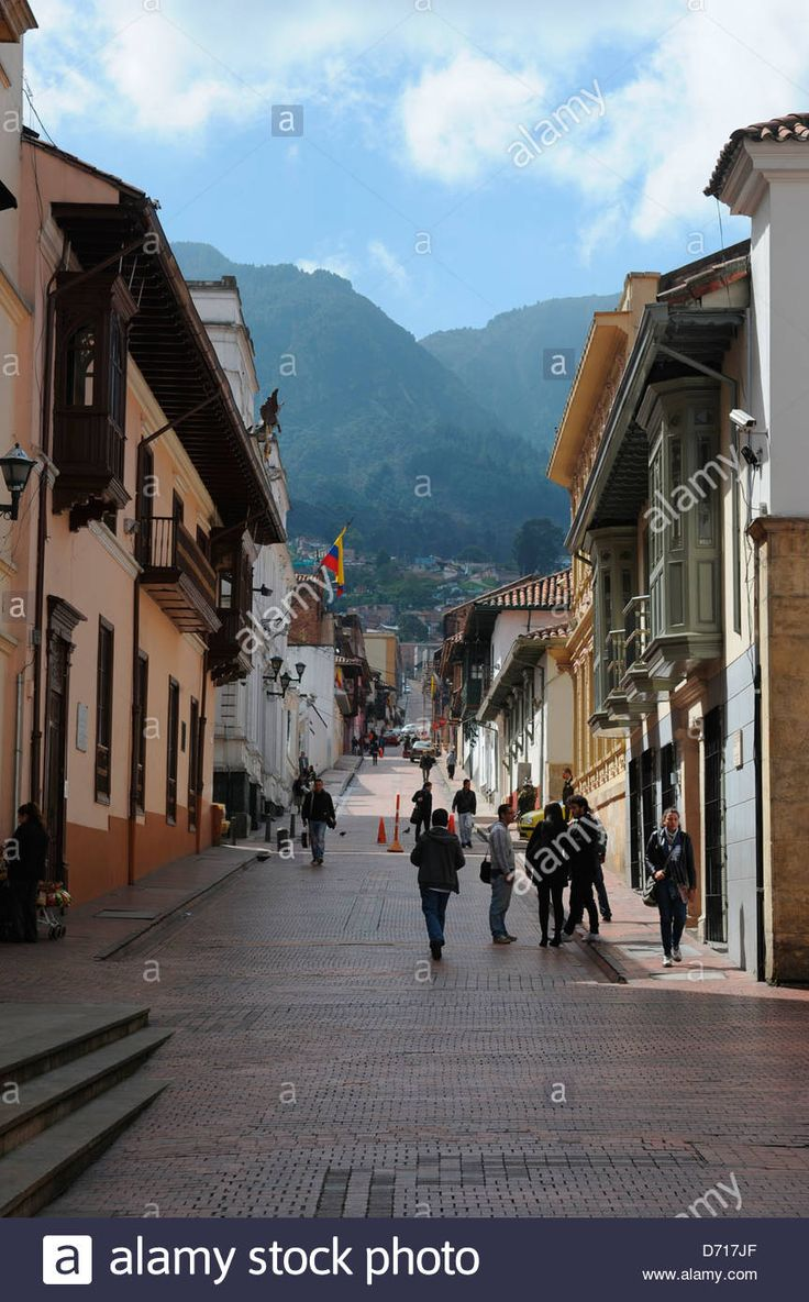 http://c8.alamy.com/comp/D717JF/street-scene-in-la-candelaria-the-old-town-of-bogota-colombia-D717JF.jpg