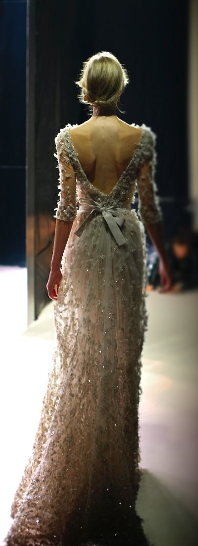 This would be a BEAUTIFUL dress if the woman wearing it had some meat on her bones!