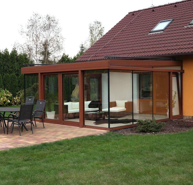 Obývací zimní zahrada s posuvnou konstrukcí je ideální místo pro odpočinek v každém počasí. Od Profiltechnik.