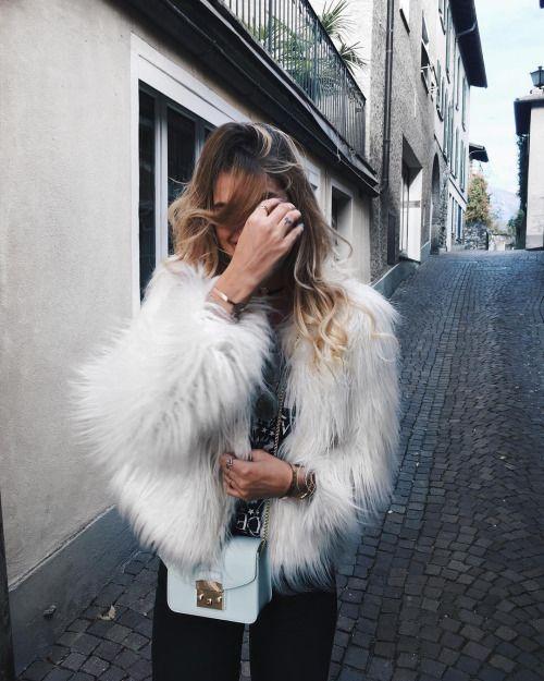 fur jacket, chain strap mini shoulder bag, skinny jeans