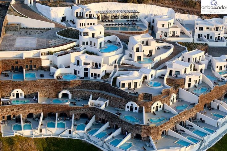 A watery oasis in #Akrotiri is waiting for you to explore. Treat yourself to the absolute luxury in Santorini!