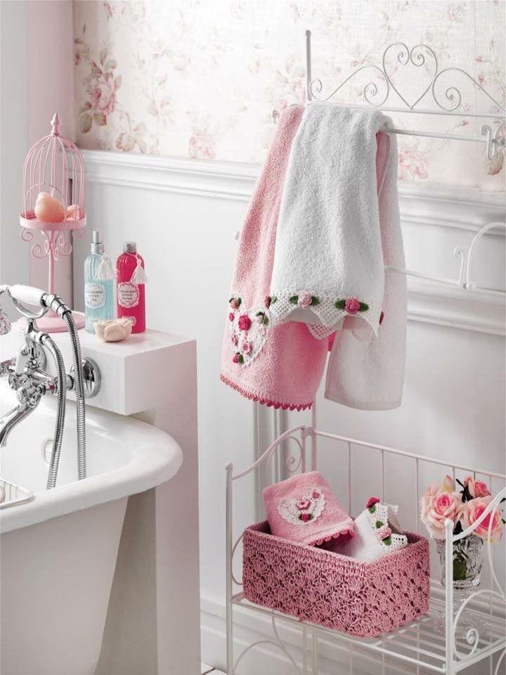 Pretty pink bathroom for a girl