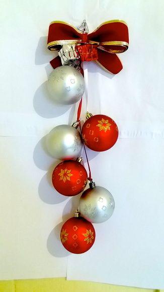 Pendente Natal bolas decoradas e laço