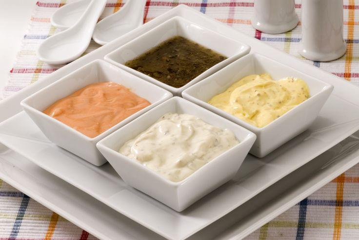 Le insalate sono molto apprezzate d'estate, per arricchirle di gusto è possibile guarnirle con gustose salse:10 condimenti da provare.