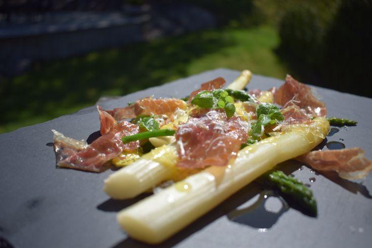 Smaken av Norsk sommer – asparges med skinke og hollandaise – gladkokken