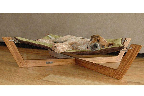 ¿Quién dijo que los animales tienen que dormir en el piso? ¡Una opción para que estén más cómodos es esta cama para perros!. Foto: Thefancy.com