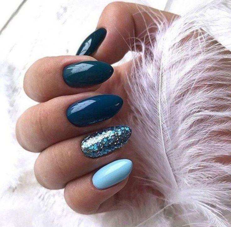 Nail artwork ongle bleu tendance automne hiver 2018 2019 mode fêtes Noel bleu fonc…