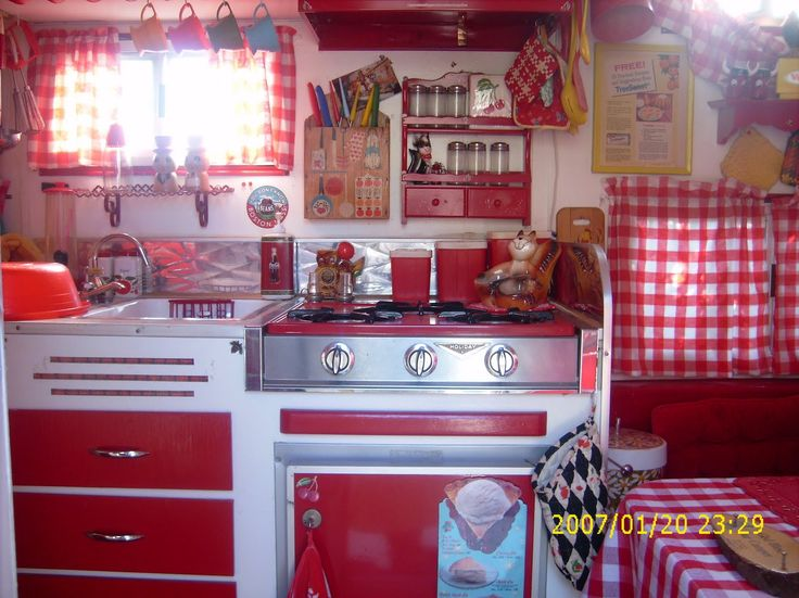 Gingham vintage decor, trailer interior this is so adorable