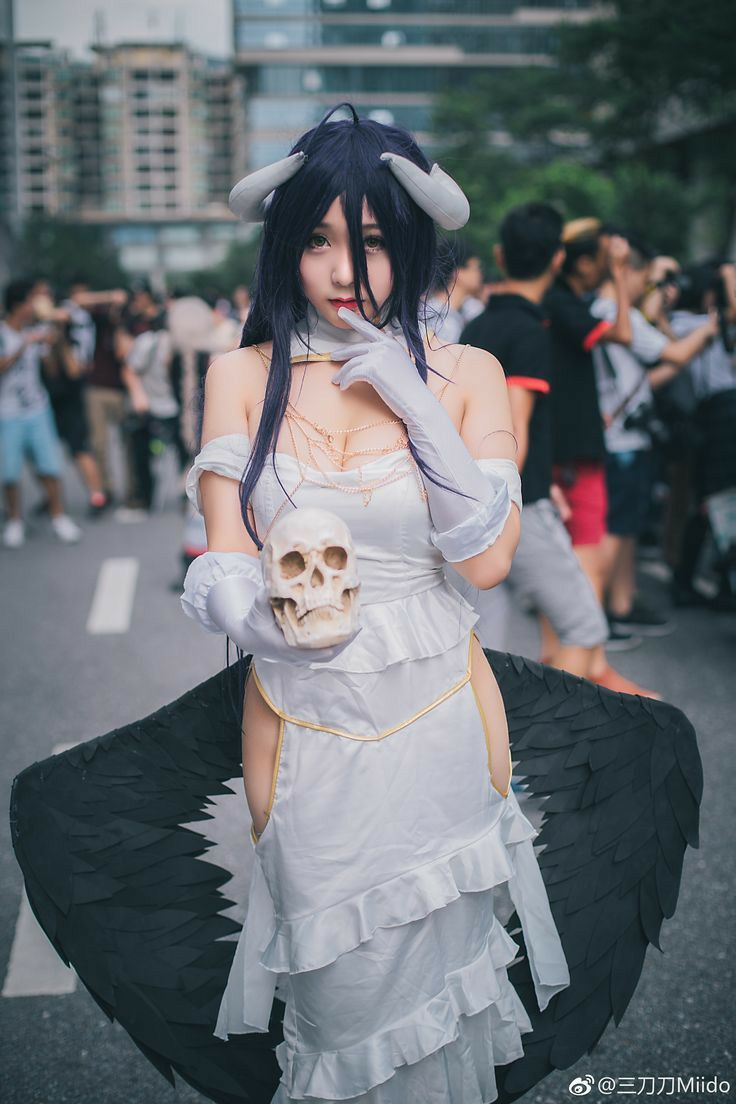 H Cosplay