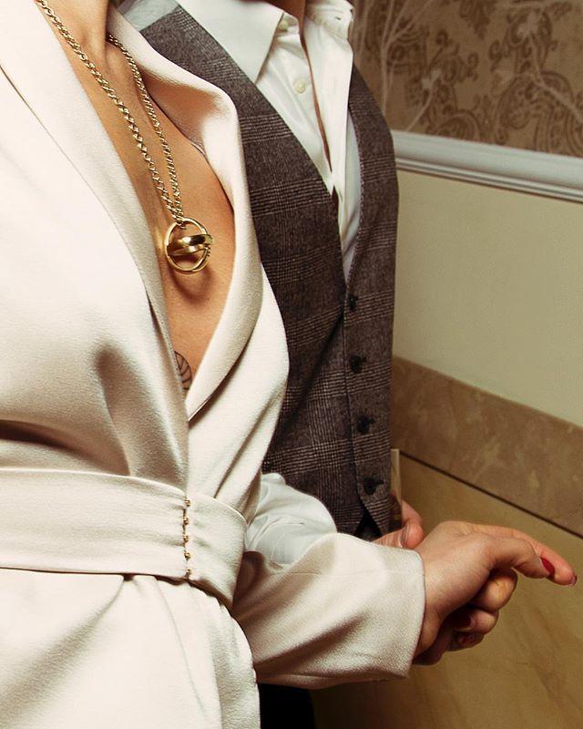 Io .. Tu ... 14 febbraio  Info 39 3807950519  #gioielli #thaisgioiellimilano #sanvalentino #regalo #collana #anello #madeinitaly #milano #picture  @gaiabonanomiph  #starring  @stefaniabravi_  @mario.perillo  #styling  @greysrainbow  #location  @chateaumonfort