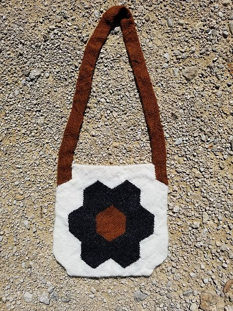 Ravelry: TexasGabi's TURTLE Hexagon Pin Loom: Léttlopi Felted Bag