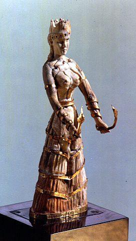 AUTORE:Ignoto NOME:Dea dei serpenti, DATAZIONE:1600-1500 a.C circa MATERIALE E TECNICA:Zanna di elefante con decorazioni in oro scolpita a tutto tondo LUOGO DI CONSERVAZIONE: Museum of Fire Arts Boston.