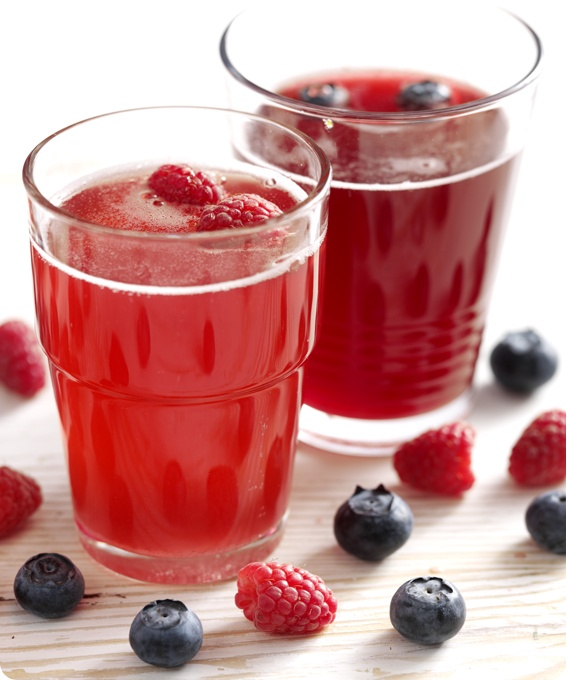 Marjasima: http://www.dansukker.fi/fi/reseptej%C3%A4/kylm%C3%A4t_juomat/marjasima.aspx Raikas sima maistuu myös kesällä!