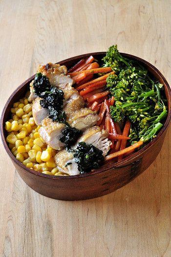 常備菜を活用するのも手。簡単に栄養満点なお弁当の完成です。 この場合も、おかずの汁気には注意しましょう。