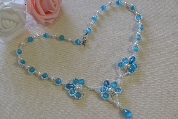 This DIY cat eye stone necklace tutorial will show how to make the beaded flower pendent necklace step by step. With cat eye stones and pearl beads,you can also make this charming blue stone necklace.
