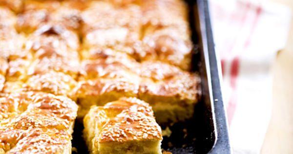 Hyfsat snabba bullar i långpanna med härlig smak av kola. Recept från boken Kanelbullar och annat nybakat.