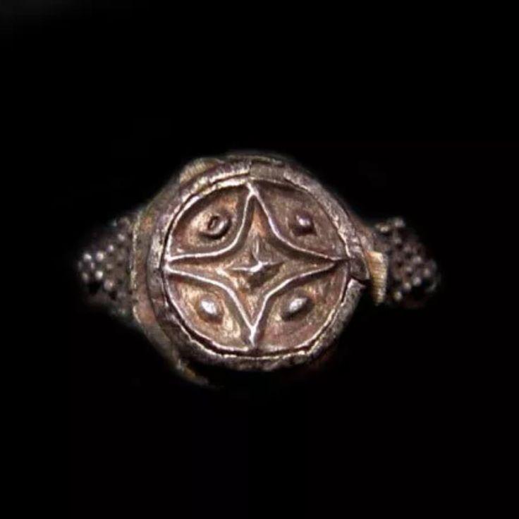 Raro anillo de Caballero Templario. de Othertimethings en Etsy