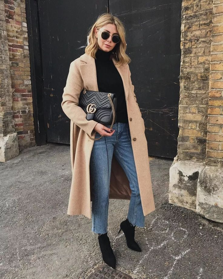 Long coat + turtleneck sweater is the perfect match for winter
