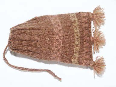 Shetland museum. Sýnir að tvíbandaprjón var þekkt á sautjándu öld.  Gunnister man's knitted purse - replica
