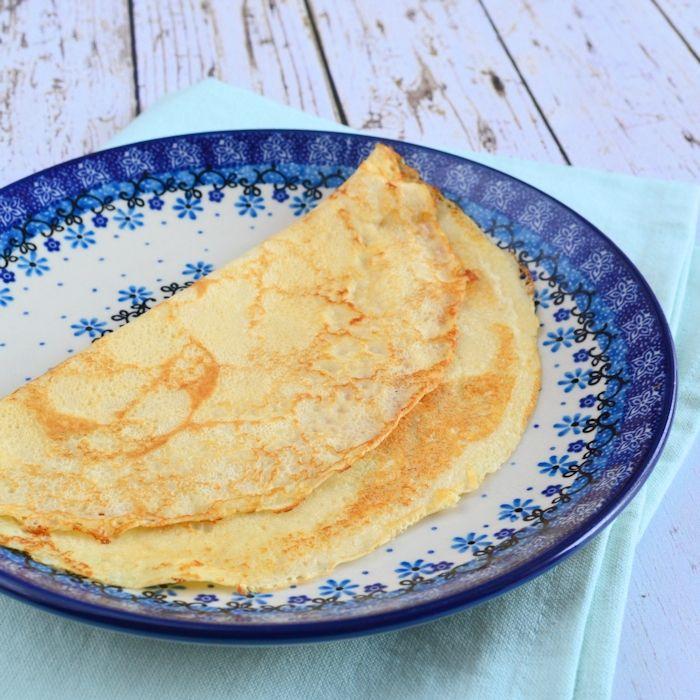 Ook zo dol op pannenkoeken? Dan mag een goed basisrecept niet ontbreken! Met dit recept bak je gelijk een hele stapel heerlijke pannenkoeken.