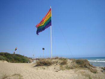 Il gaywatching è lo sport più praticato al Buco di Capocotta, la più famosa spiaggia gay romana