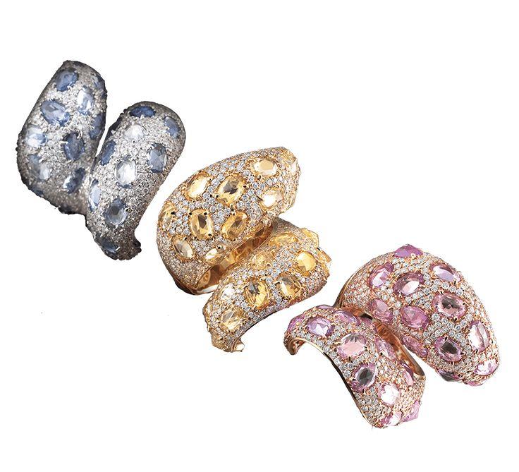 Обворожительный дизайн и прекрасная ювелирная работа. Красивые золотые кольца с бриллиантами, надев которые чувствуешь себя королевой. Ювелирное изделие выглядит эффектно и очень привлекательно. Предлагаем Вашему вниманию другие украшения этой же ювелирной марки.