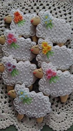 OF COURSE WHEN I HAVE A FARM I WIL BAKE ANIMAL COOKIES Lamb!!! Cookies!!!