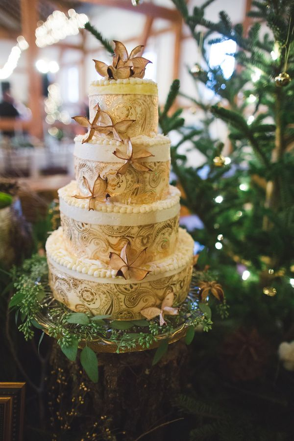 outdoor-glam-pennsylvania-wedding- Wedding Cake