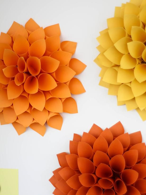 How to Make Your Own Giant Paper Dahlias (http://blog.hgtv.com/design/2014/08/19/weekday-crafternoon-giant-paper-dahlias-2/?soc=pinterest)Paper Flower, Paper Dahlia