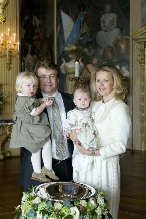 Prince Johan Friso wife Princess Mabell with daughters