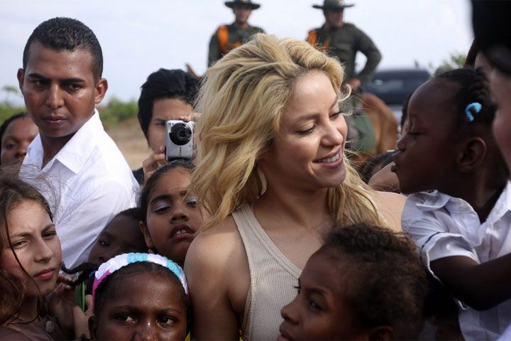 """""""Crecí en una Colombia que estaba dividida y golpeada por la pobreza"""": Shakira"""