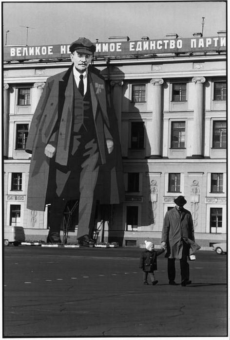 SOVIET UNION. Russia. Leningrad. 1973. A portrait of LENIN decorates a facade of the Winter Palace; for May Day celebrations and to commemorate the victory over the Nazis (9 May). by Henri Cartier-Bresson