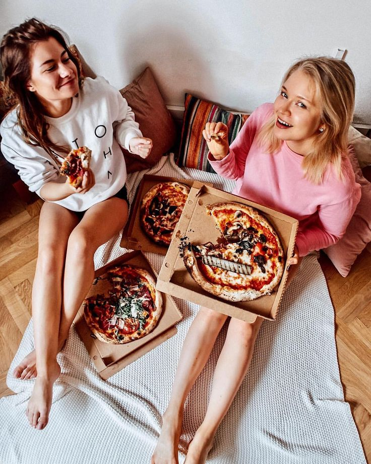 "937 Likes, 24 Comments - Nina Alina den Ruijter 🇳🇱🇵🇱 (@nina.alina) on Instagram: ""Pizza goals or friendship goals?🍕👩🏻👧🏼 #pizza #goals #rainy #saturday #friendshipgoals #pizzagoals"""