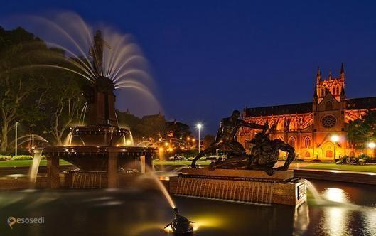 """Фонтан Арчибальда – #Австралия #Новый_Южный_Уэльс (#AU_NSW) В австралийском Сиднее тоже есть Гайд-парк, и в этом самом парке находится фонтан Арчибальда, считающийся лучшим в стране (интересно, что конкретно подразумевается под понятием """"лучший""""?). Как бы то ни было, его лишенный каких-то невообразимых современных наворотов и китча классический скульптурный ансамбль смело можно отнести к числу красивейших композиций среди фонтанов планеты.  ↳…"""