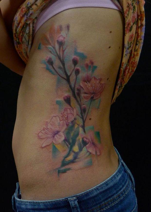 Marie Kraus é tatuadora na República Tcheca.