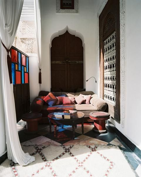 Modern interior design in moroccan style blending chic and for Comfort room interior designs