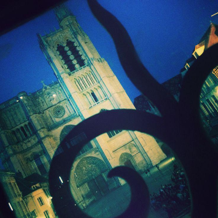 La cathédrale de Sens... Quelques minutes avant le lancement du son & lumières !