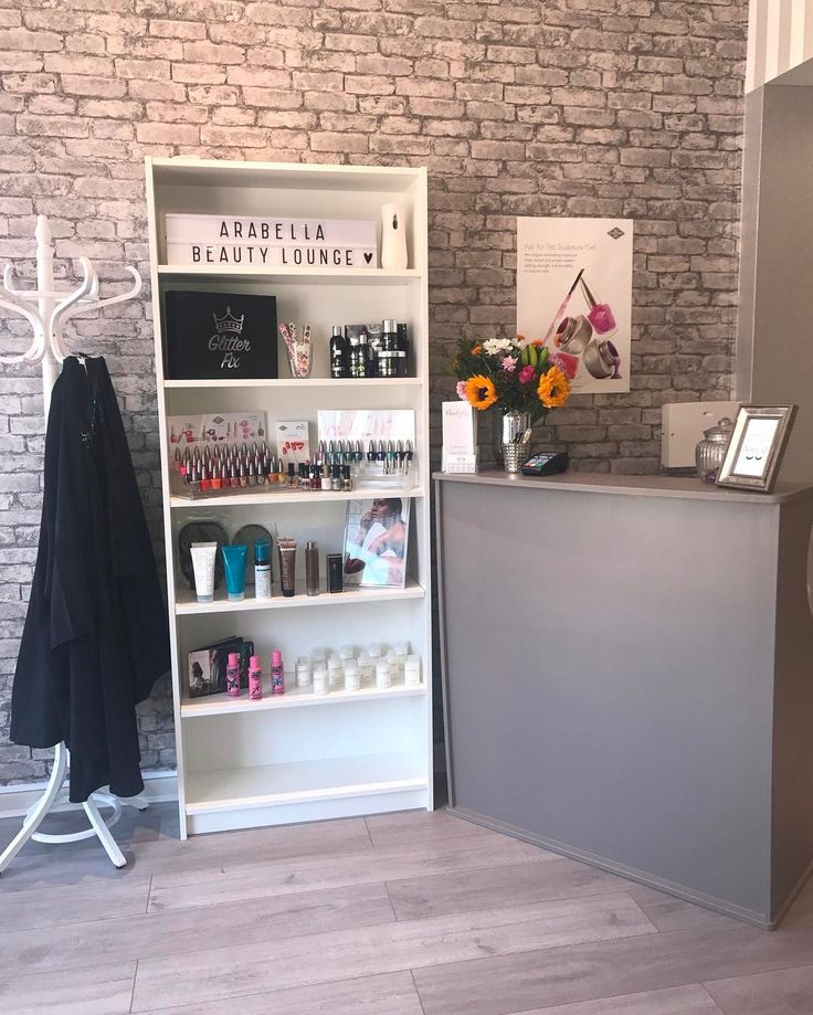 """9 Likes, 1 Comments - Arabella Beauty Lounge (@arabellabeautylounge) on Instagram: """"#beautifulfrontdesk 💙✨ Don't forget you can book online using the link in the bio. It's quick and…"""""""