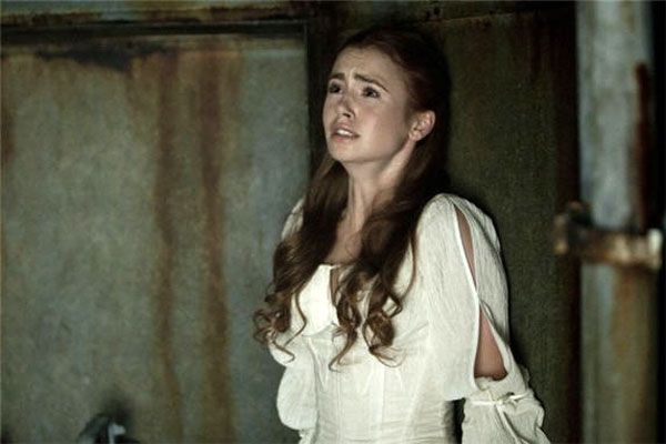 Image issue du site Web http://www.beyondhollywood.com/uploads/2011/06/Lily-Collins-in-Priest.jpg