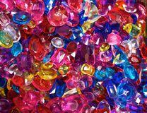 Gioielli di plastica brillantemente colorati Fotografia Stock
