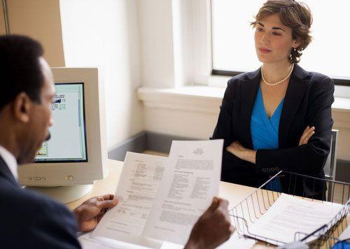 Szukasz pracy. Znalazłeś ciekawą ofertę, na którą chcesz odpowiedzieć. Ale jakie CV wysłać? Sprawdzasz w internecie, wyskakują dziesiątki tysięcy podpowiedzi. Co wybrać? Czego rekruterzy spodziewają się po CV?