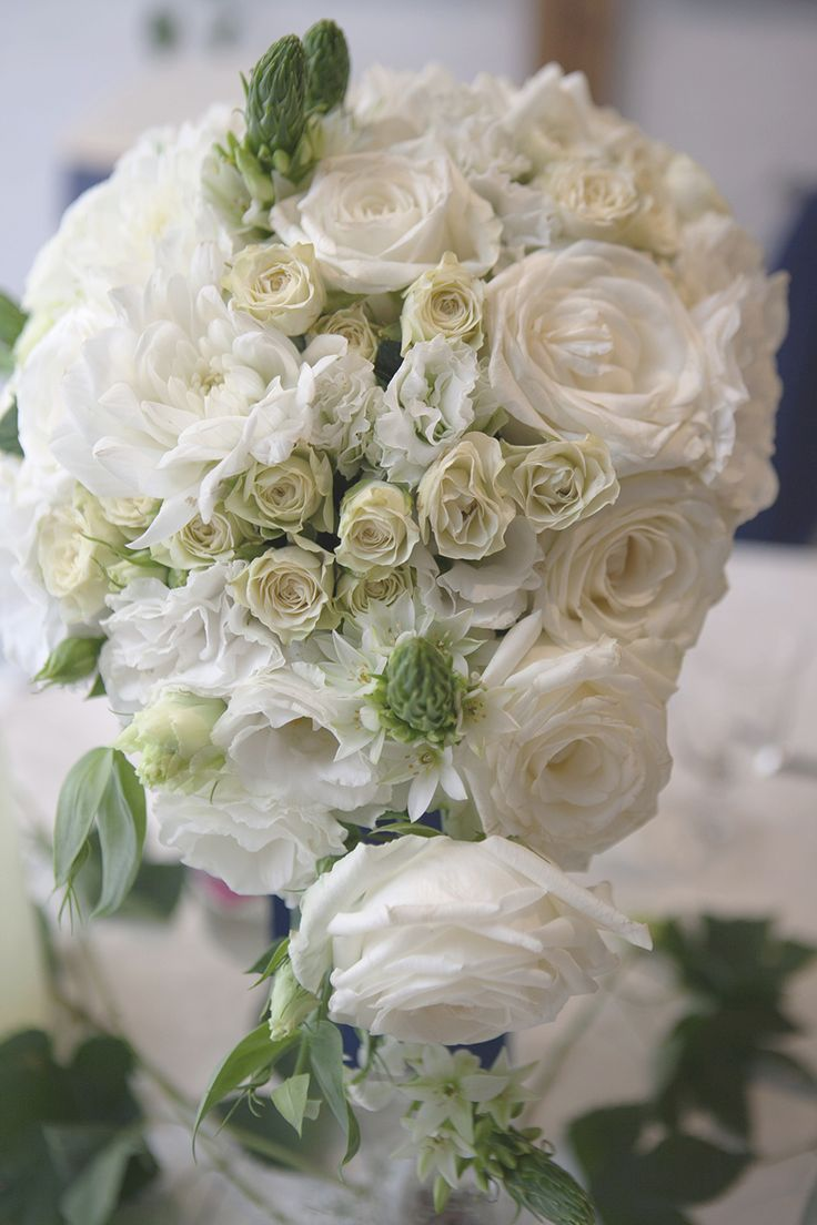 #whitewedding#bouquet#roses#dahlia#lisianthus#blueribbon