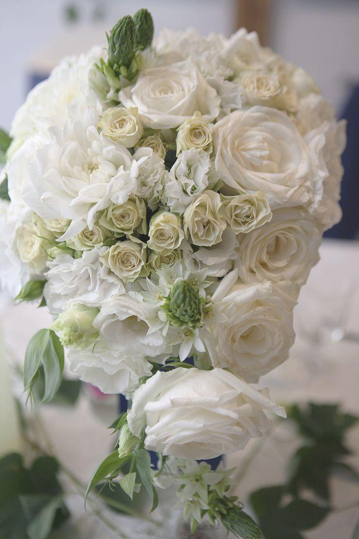 #whitewedding#bouquet#roses#dahlia#lisianthus#blueribbon