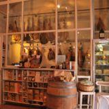 Sorpasso - vin cafè e cucina Salumi, formaggi e vineria locale in zona Prati con wifi e tavoli all'aperto alla moda ed ambiente semplice Via Properzio, 31-33, Roma, Italia
