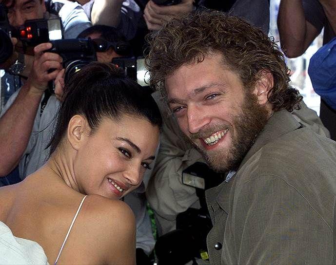 В 1996 году на съемочной площадке фильма «Квартира» Венсан Кассель встретил итальянскую актрису Монику Беллуччи. Между ними разгорелся роман, который перерос в крепкий брак. У актеров две дочери — Дэва и Леони. Беллуччи и Касселя называли самой красивой парой европейского кино, их брак продлился почти 14 лет — в 2014 году они развелись