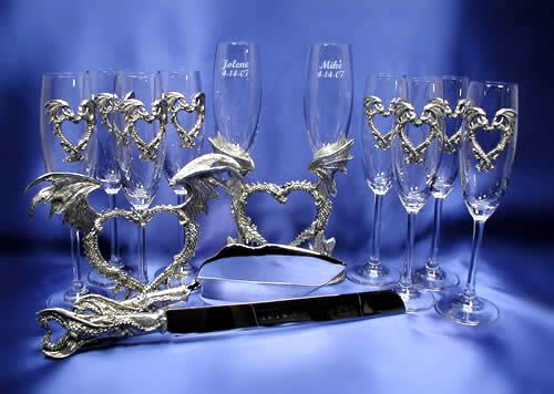 Dragon Wedding Set!  I LOVE how this set looks.  As my fiance loves dragons, I think this would look just amazing for him.  At $254 for the bride & groom champaign flutes and the cake cutter, it is pricy but it still looks really cool.  The other champaign flutes are sold seperately at 21.95 each.